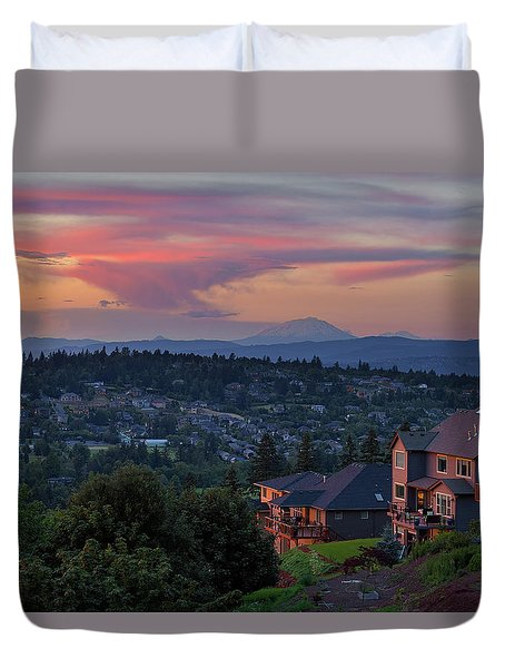 Luxury Homes In Happy Valley Oregon Duvet Cover by David Gn