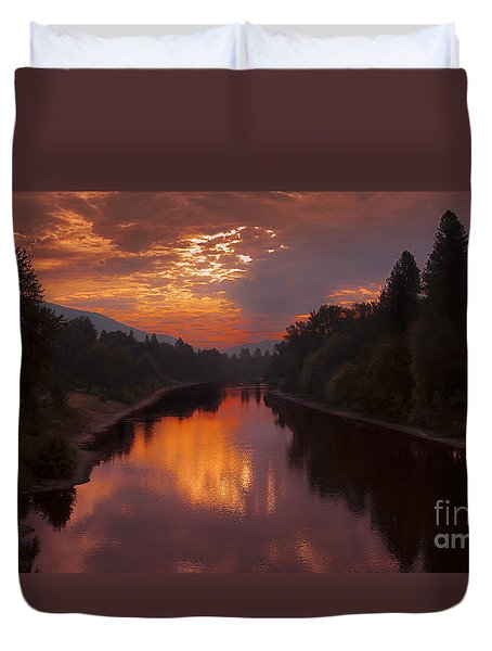 Magnificent Clouds Over Rogue River Oregon At Sunset  Duvet Cover by Jerry Cowart