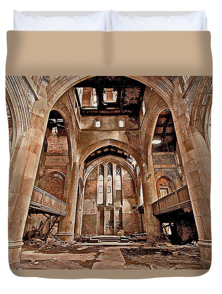 Duvet Cover featuring the photograph Majestic Ruins by Suzanne Stout