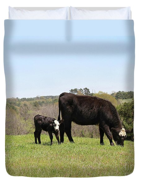 Mama Cow And Calf In Texas Pasture Duvet Cover