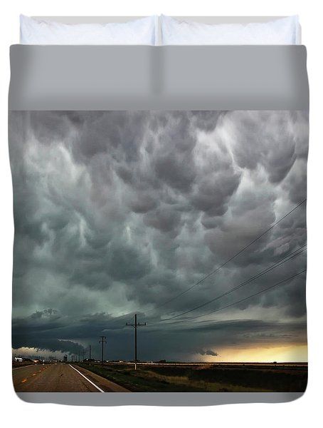Duvet Cover featuring the photograph Mammatus Over Montata by Ryan Crouse