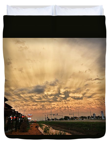 Duvet Cover featuring the photograph Mammatus Over Yorkton Sk by Ryan Crouse