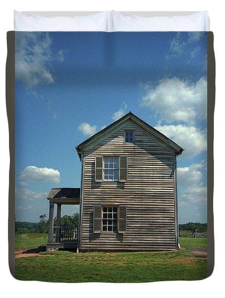 Duvet Cover featuring the photograph Manassas Battlefield Farmhouse by Frank Romeo