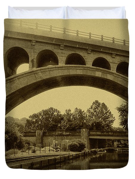 Manayunk Canal In Sepia Duvet Cover by Bill Cannon