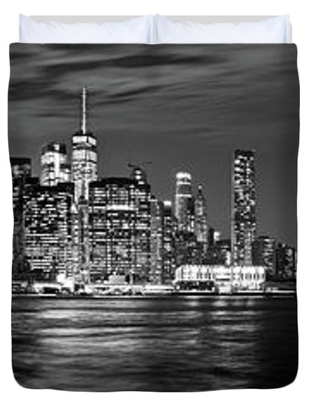 Manhattan Skyline At Dusk From Broklyn Bridge Park In Black And  Duvet Cover