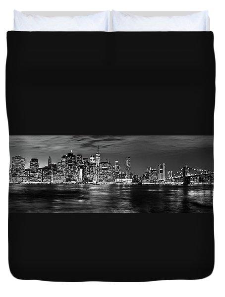 Manhattan Skyline At Dusk From Broklyn Bridge Park In Black And  Duvet Cover