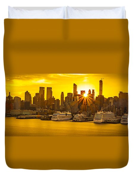 Manhattan's Ports At Sunrise Duvet Cover