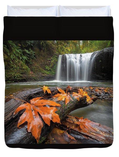 Maple Leaves On Tree Log At Hidden Falls Duvet Cover