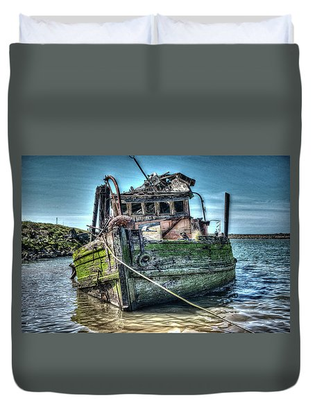 Duvet Cover featuring the photograph Mary D. Hume Shipwreak by Thom Zehrfeld