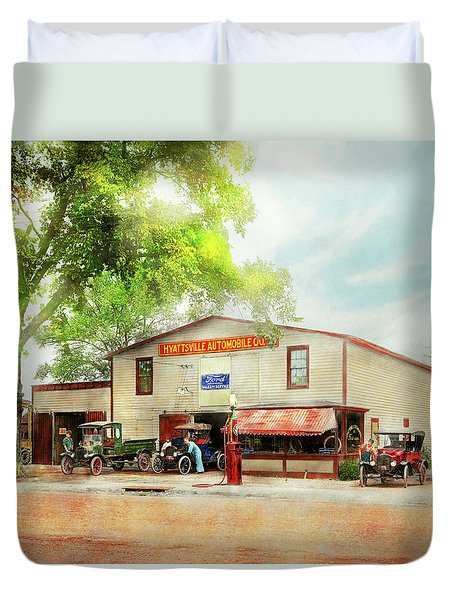 Duvet Cover featuring the photograph Mechanic - All Cars Finely Tuned 1920 by Mike Savad