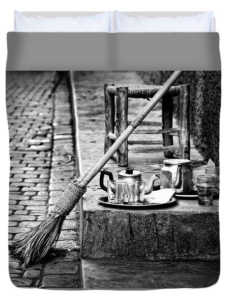 Duvet Cover featuring the photograph Medina Tea Break by Marion McCristall