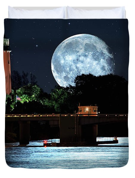 Mega Super Moon Rising Over Jupiter Lighthouse Duvet Cover