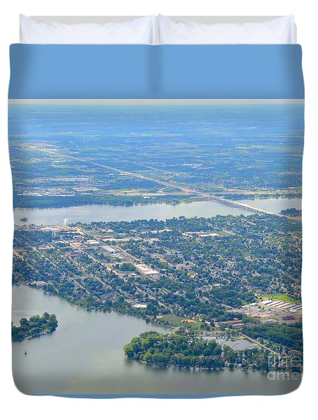 Duvet Cover featuring the photograph Menasha To West by Bill Lang