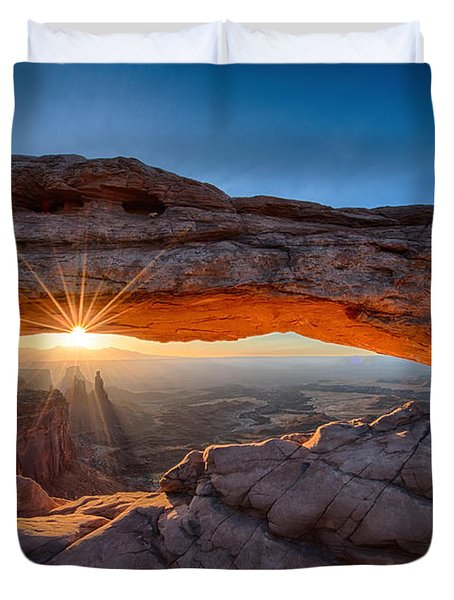 Sun Rays At Mesa Arch Utah Duvet Cover