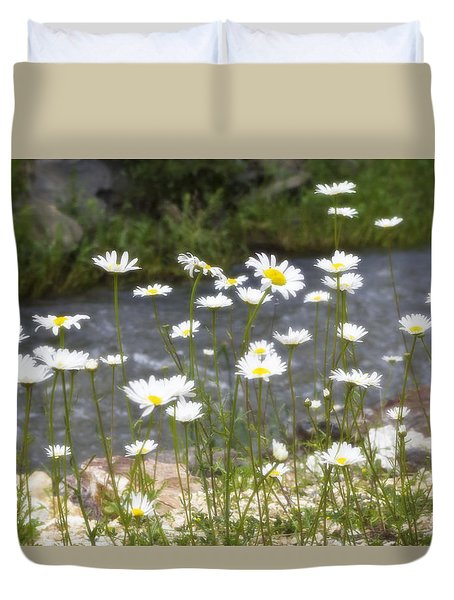 Mickelson Trail Daisies Duvet Cover