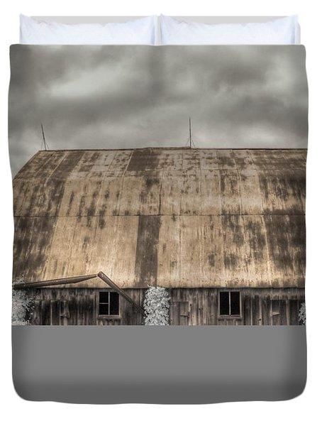 Midwestern Barn Duvet Cover by Jane Linders