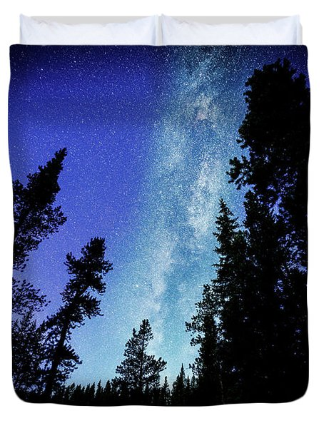Milky Way Among The Trees Duvet Cover
