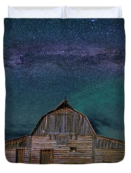 Milky Way Arch Over Moulton Barn Duvet Cover