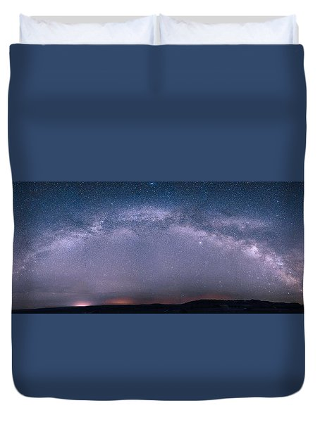 Milky Way Arch Over The Badlands Duvet Cover