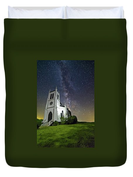 Duvet Cover featuring the photograph Milky Way Over Church by Lori Coleman