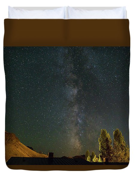 Milky Way Over Farmland In Central Oregon Duvet Cover