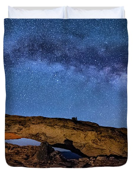 Milky Way Over Mesa Arch Duvet Cover