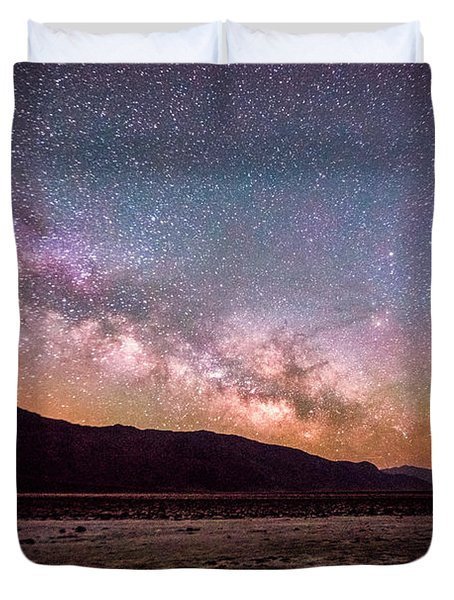 Milkyway Over Death Valley Duvet Cover