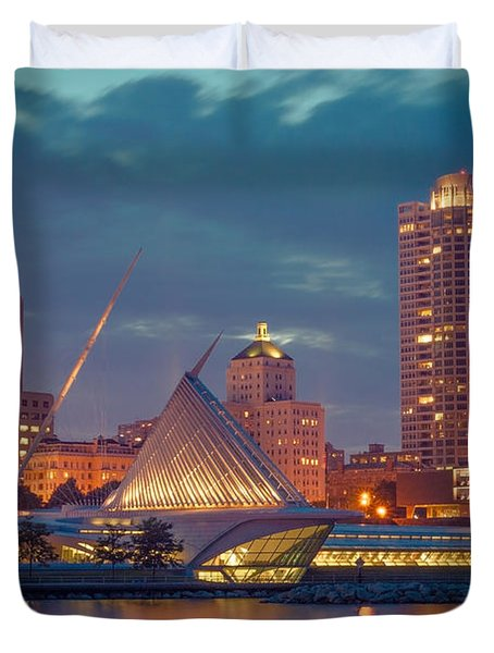 Milwaukee Skyline At Dark Duvet Cover