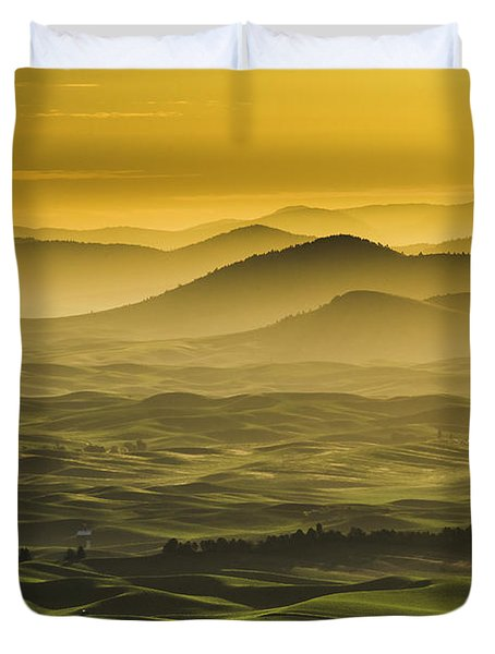Misty Morning At Palouse. Duvet Cover
