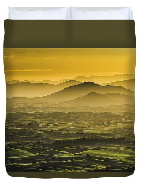 Misty Morning At Palouse. Duvet Cover