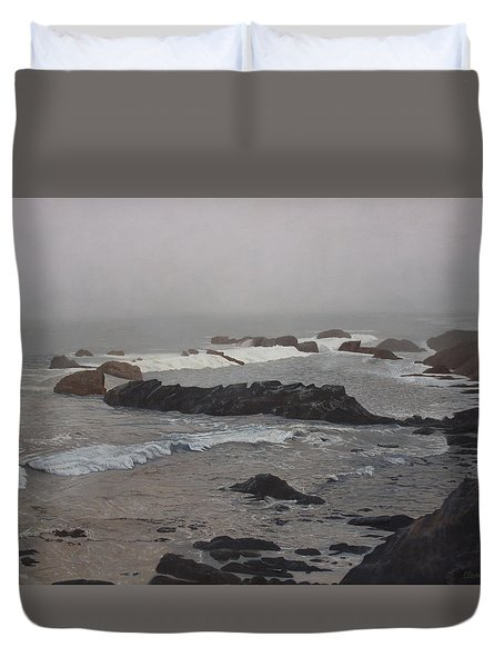 Misty Morning At Ragged Point, California Duvet Cover