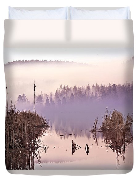 Misty Morning At Vaseux Lake Duvet Cover