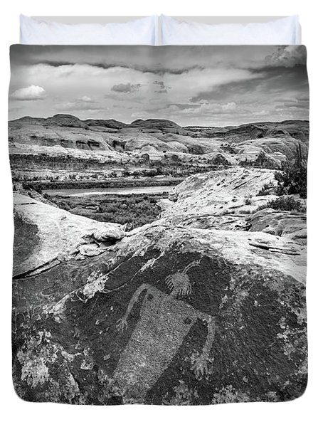 Moab Maiden Petroglyph - Black And White - Utah Duvet Cover