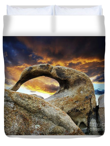 Duvet Cover featuring the photograph Mobious Arch California 7 by Bob Christopher