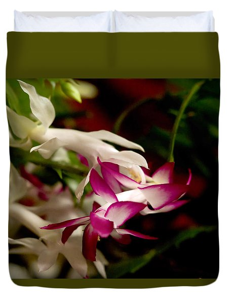 Duvet Cover featuring the photograph Momma's Christmas Cactus by B Wayne Mullins