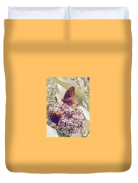 Monarch's On Milkweed Duvet Cover
