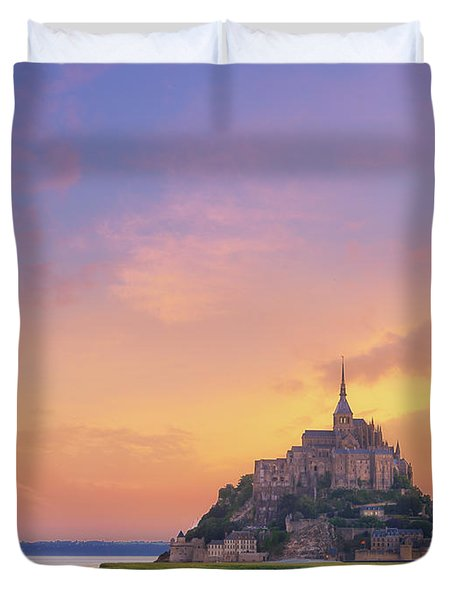 Mont-saint-michel At Dawn Duvet Cover