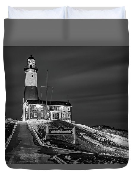 Duvet Cover featuring the photograph Montauk Point Lighthouse Bw by Susan Candelario