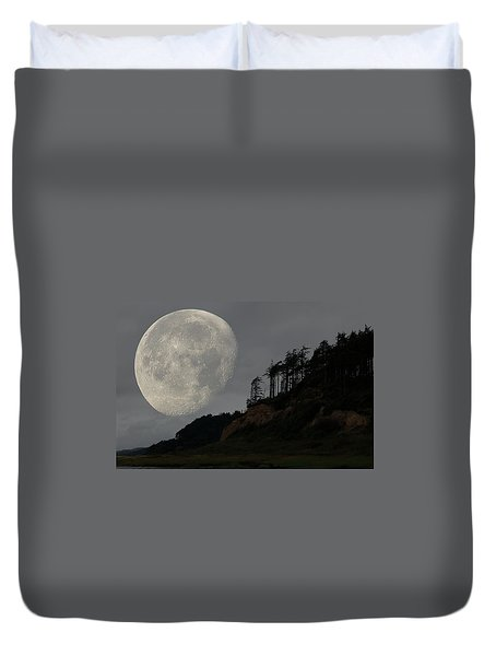 Moon At Roosevelt Beach Wa Duvet Cover
