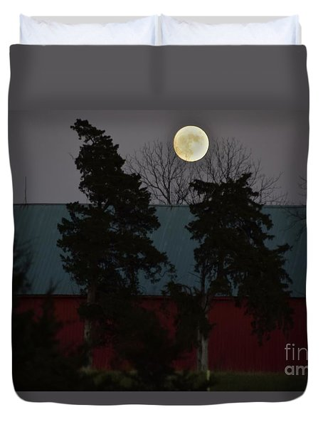 Duvet Cover featuring the photograph Moon Over A Kansas Barn by Mark McReynolds
