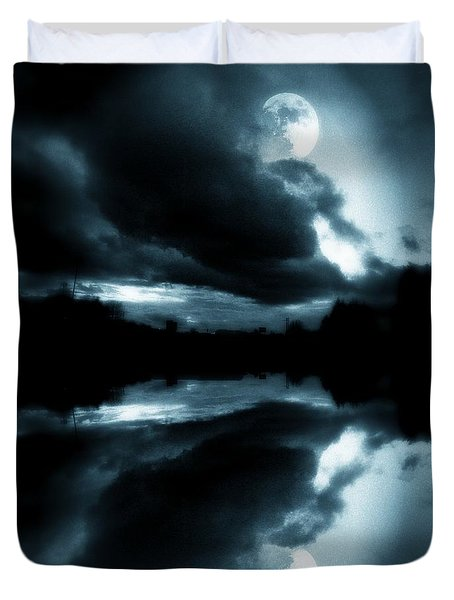 Duvet Cover featuring the photograph Moon Rising by Aaron Berg