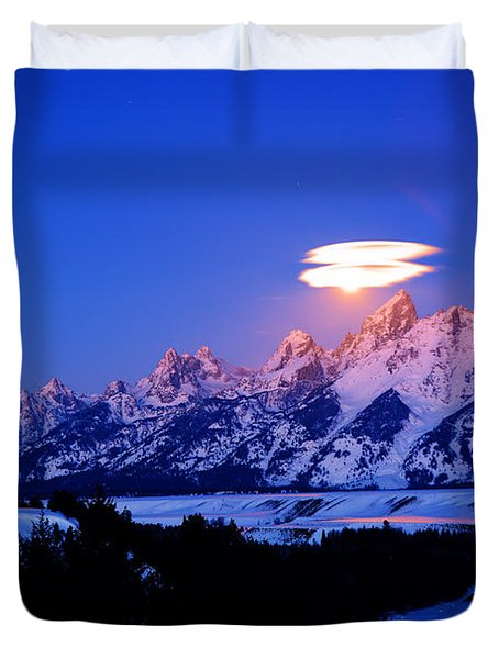 Moon Sets At The Snake River Overlook In The Tetons Duvet Cover