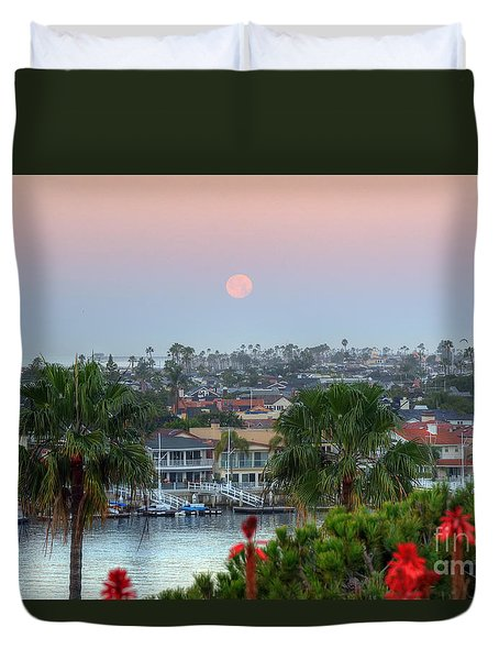 Full Moon Setting In Corona Del Mar Duvet Cover by Eddie Yerkish
