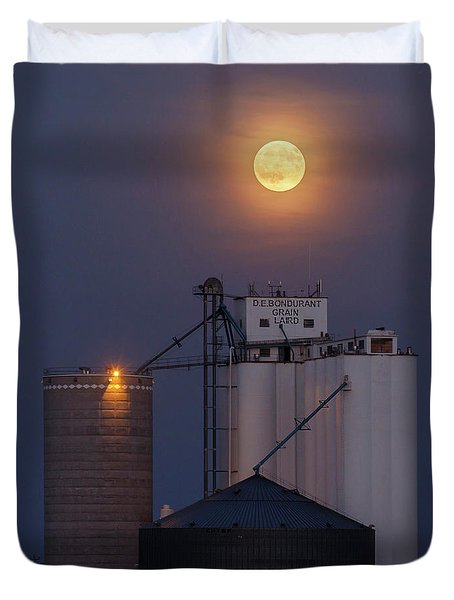 Duvet Cover featuring the photograph Moonrise At Laird -02 by Rob Graham