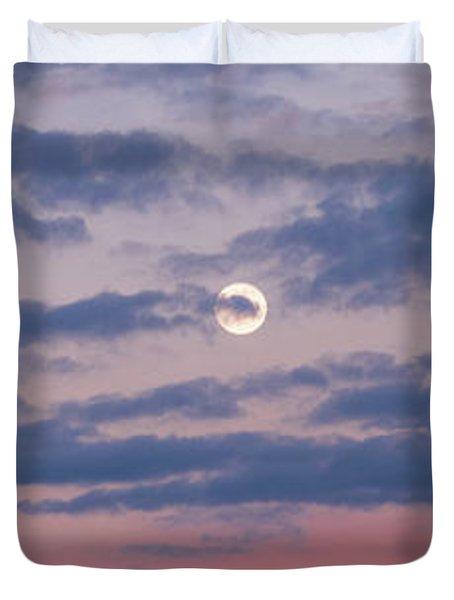 Moonrise In Pink Sky Duvet Cover