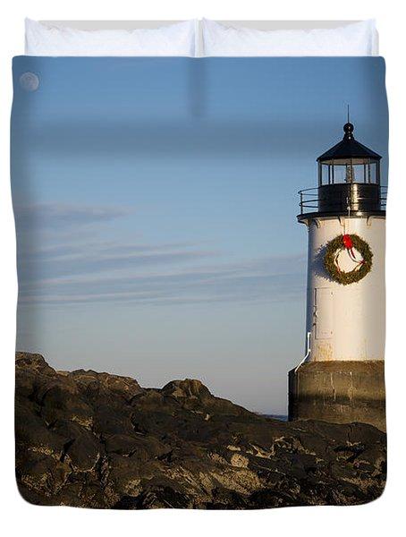 Moonrise Over Fort Pickering Lighthouse Salem Ma Winter Island Wreath Duvet Cover