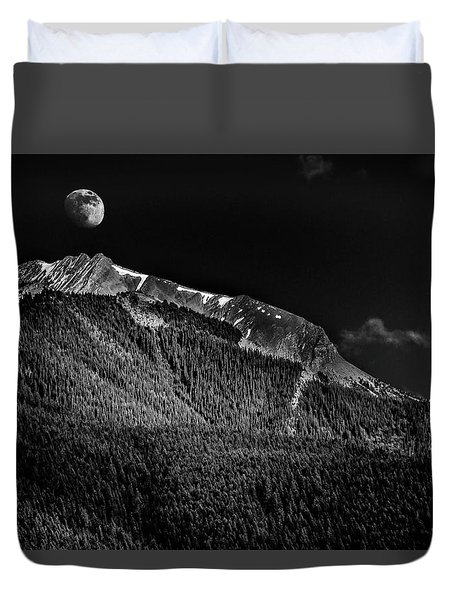 Moonrise Over The Rockies Duvet Cover by Patrick Boening
