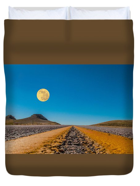 Moonrise Wyoming Duvet Cover by Don Spenner