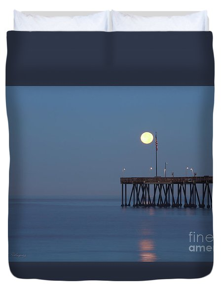 Moonset At The Ventura Pier Duvet Cover