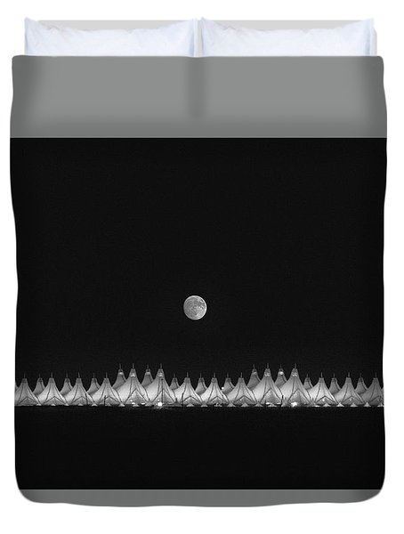 Moonset Over Dia Duvet Cover
